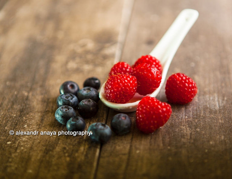 alexandr anaya photography berries on table